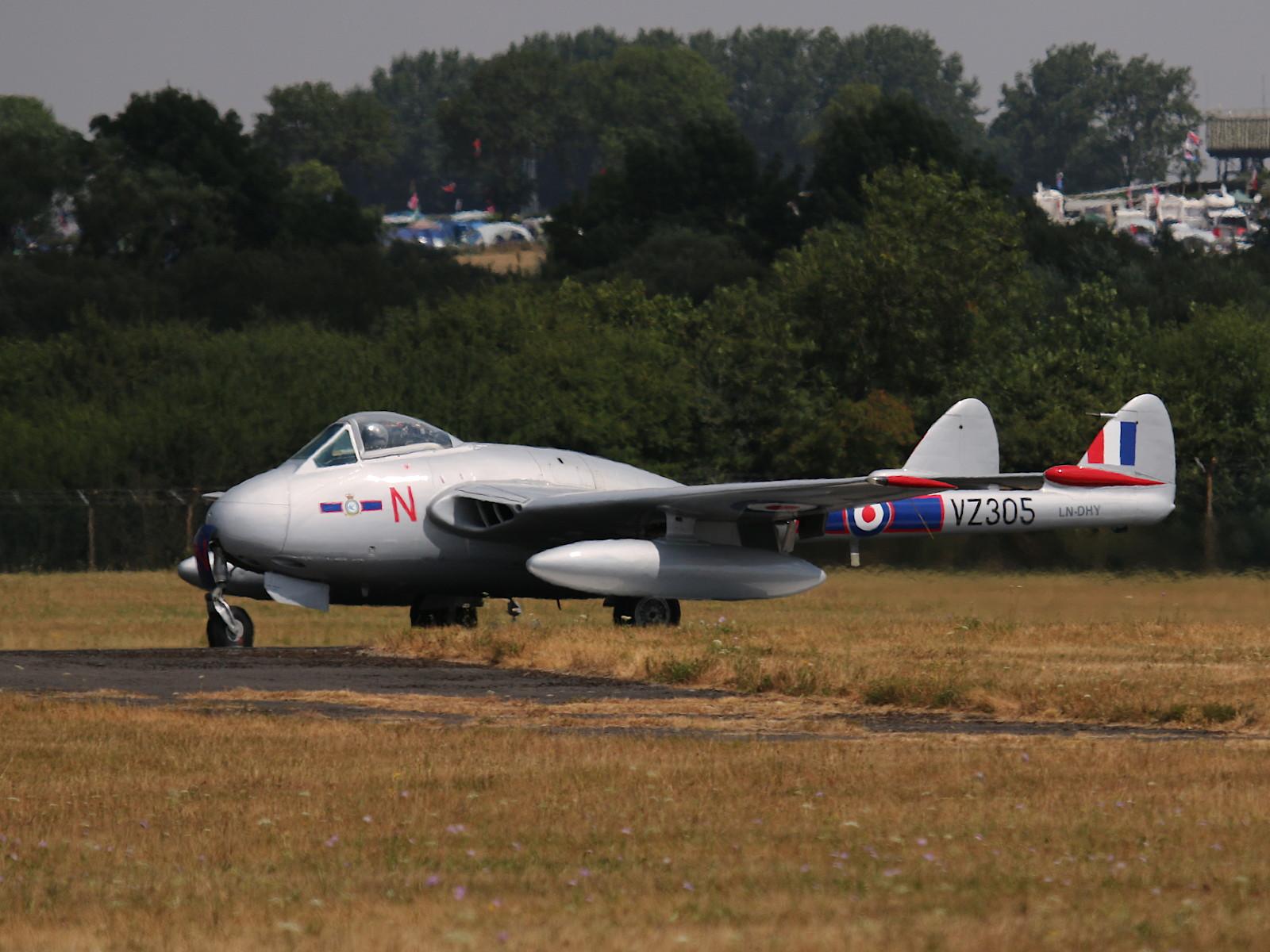De Havilland Vampire FB-52 LN-DHY in den Farben der RAF VZ305/N © Doppeladler.com