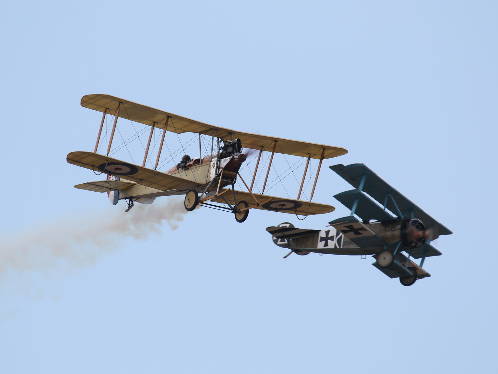 Royal Aircraft Factory BE2c 687 und Fokker Dr1 403/17 © Doppeladler.com