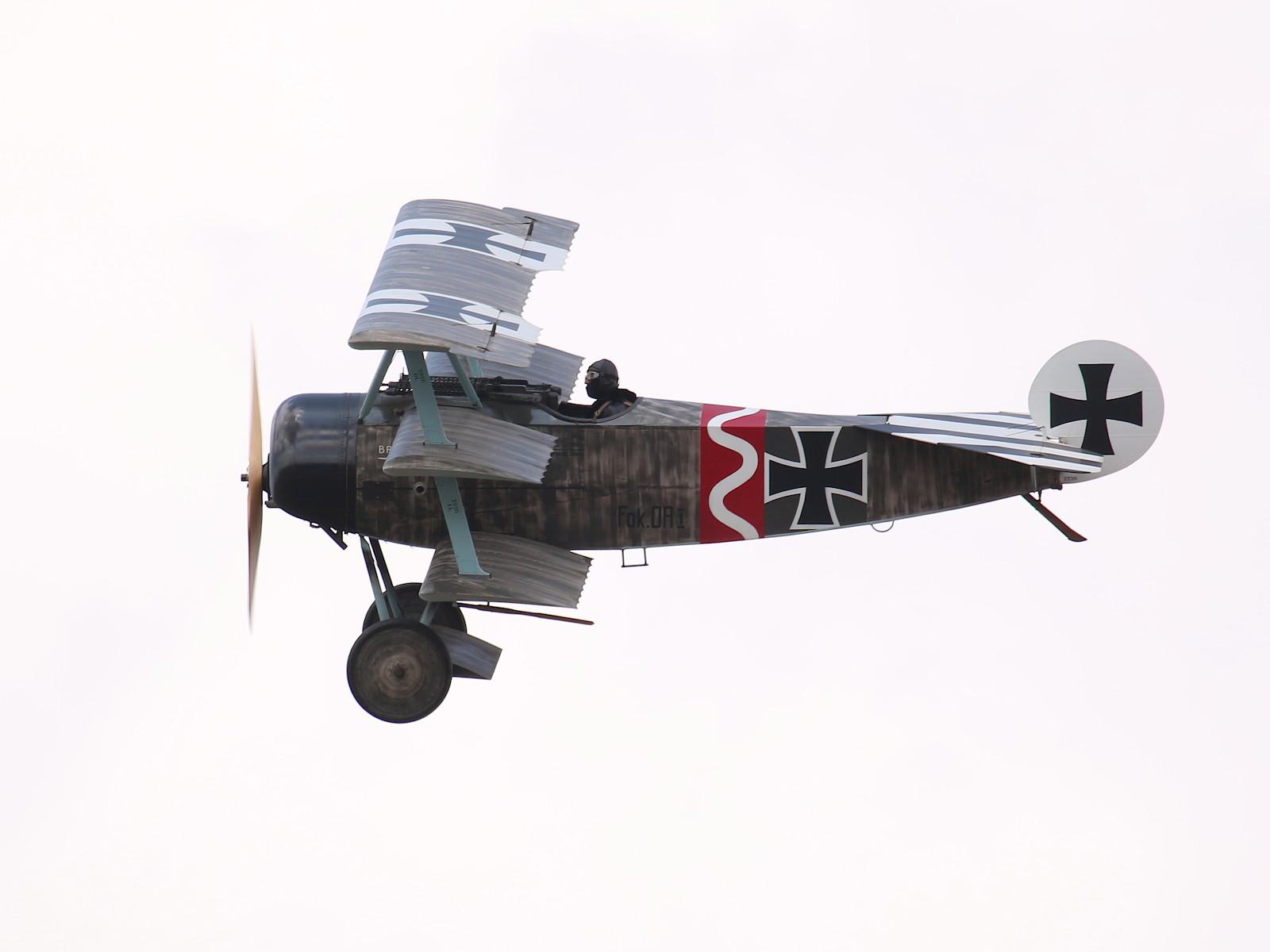 """Fokker Dr1 Dreidecker Nachbau 556/17 in der Bemalung von Leutnant Ludwig """"Lutz"""" Beckmann, Jasta 6, März 1918 © Doppeladler.com"""