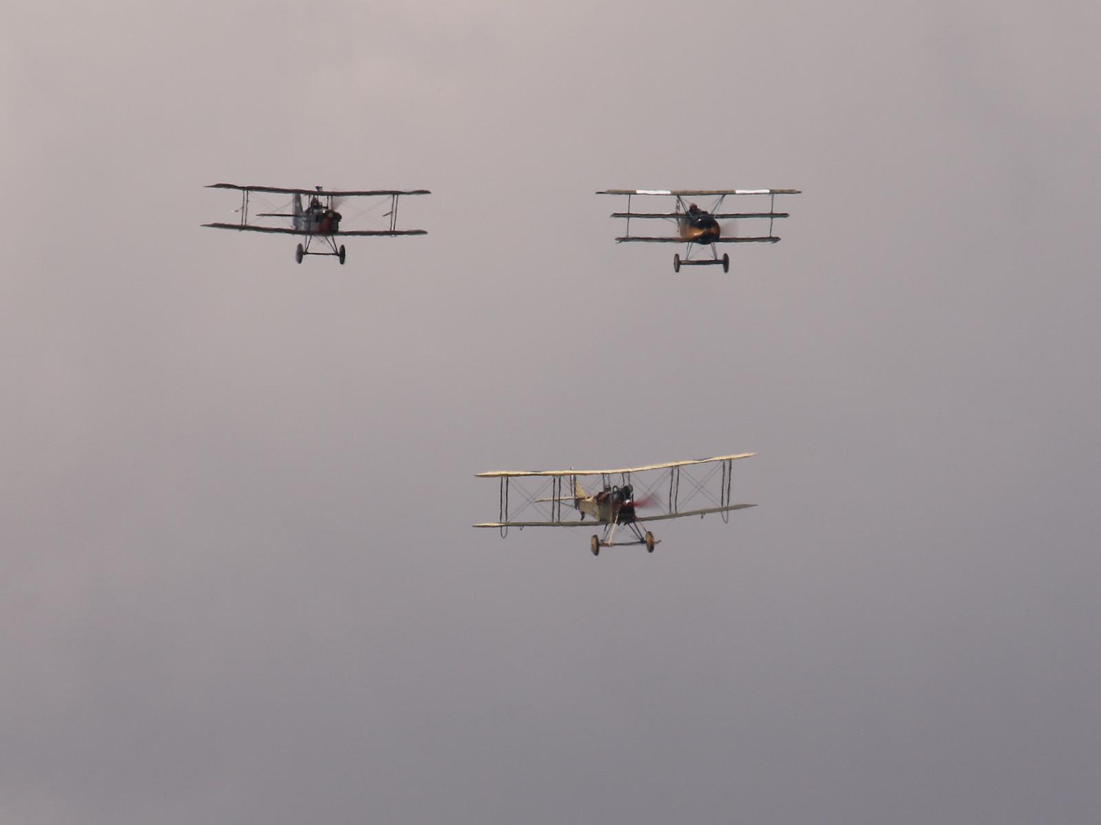 Das Great War Display Team mit ihren WW1 Flugzeug-Nachbauten © Doppeladler.com