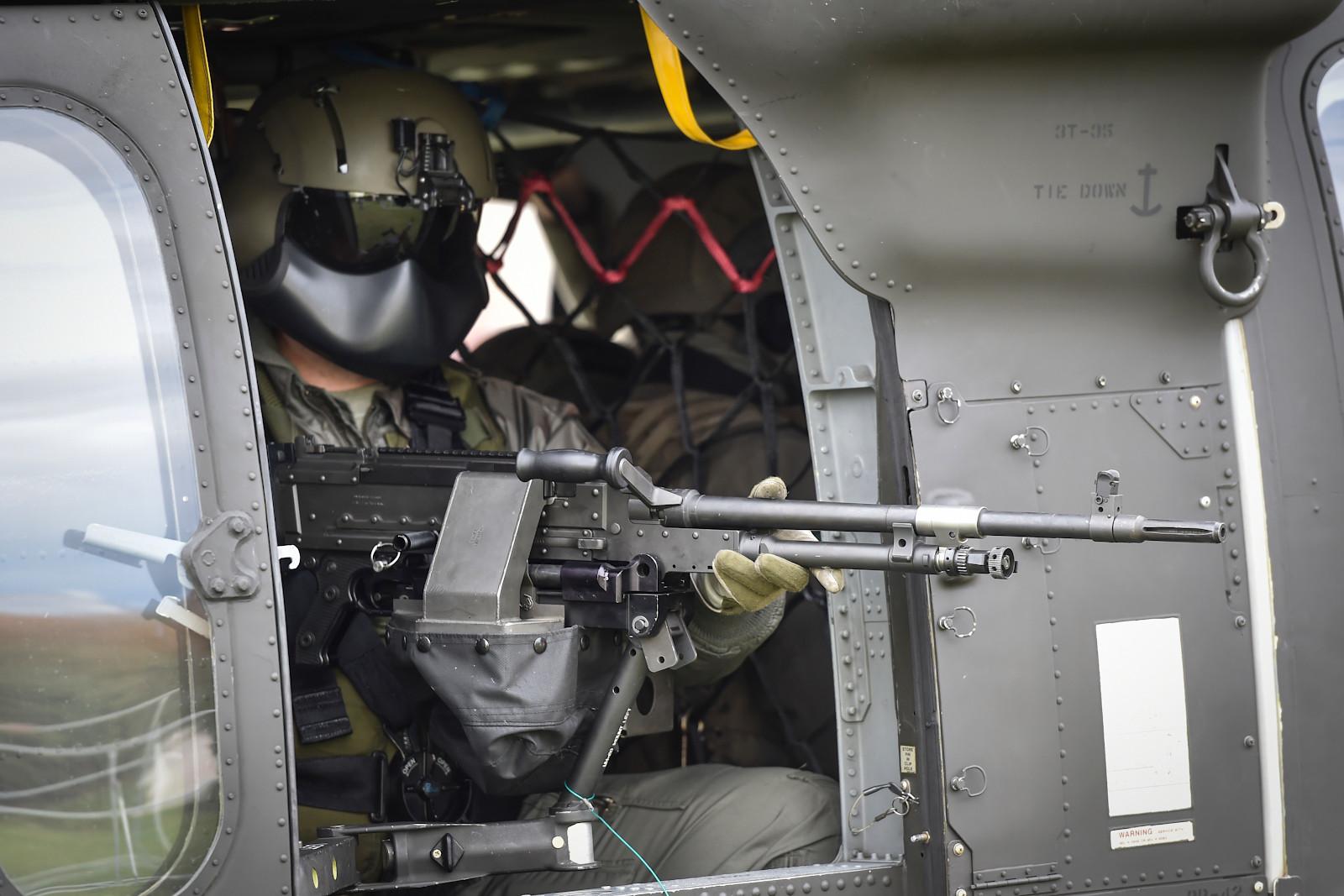 Doorgunner des Black Hawk mit 7,62 mm Maschinengewehr FN MAG 58 D © Bundesheer