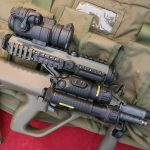 """5,56 mm Sturmgewehr StG-77 A2 Kommando mit Rotpunktvisier und taktischen Laser-Licht Modul """"Vario Ray"""" © Doppeladler.com"""