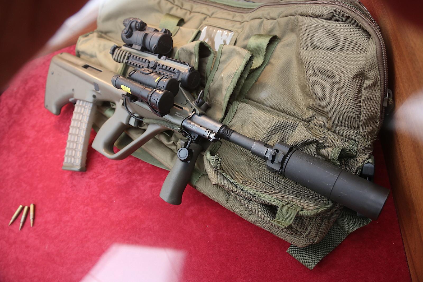 5,56 mm Sturmgewehr StG-77 A2 Kommando mit Mündungsfeuerdämpfer © Doppeladler.com