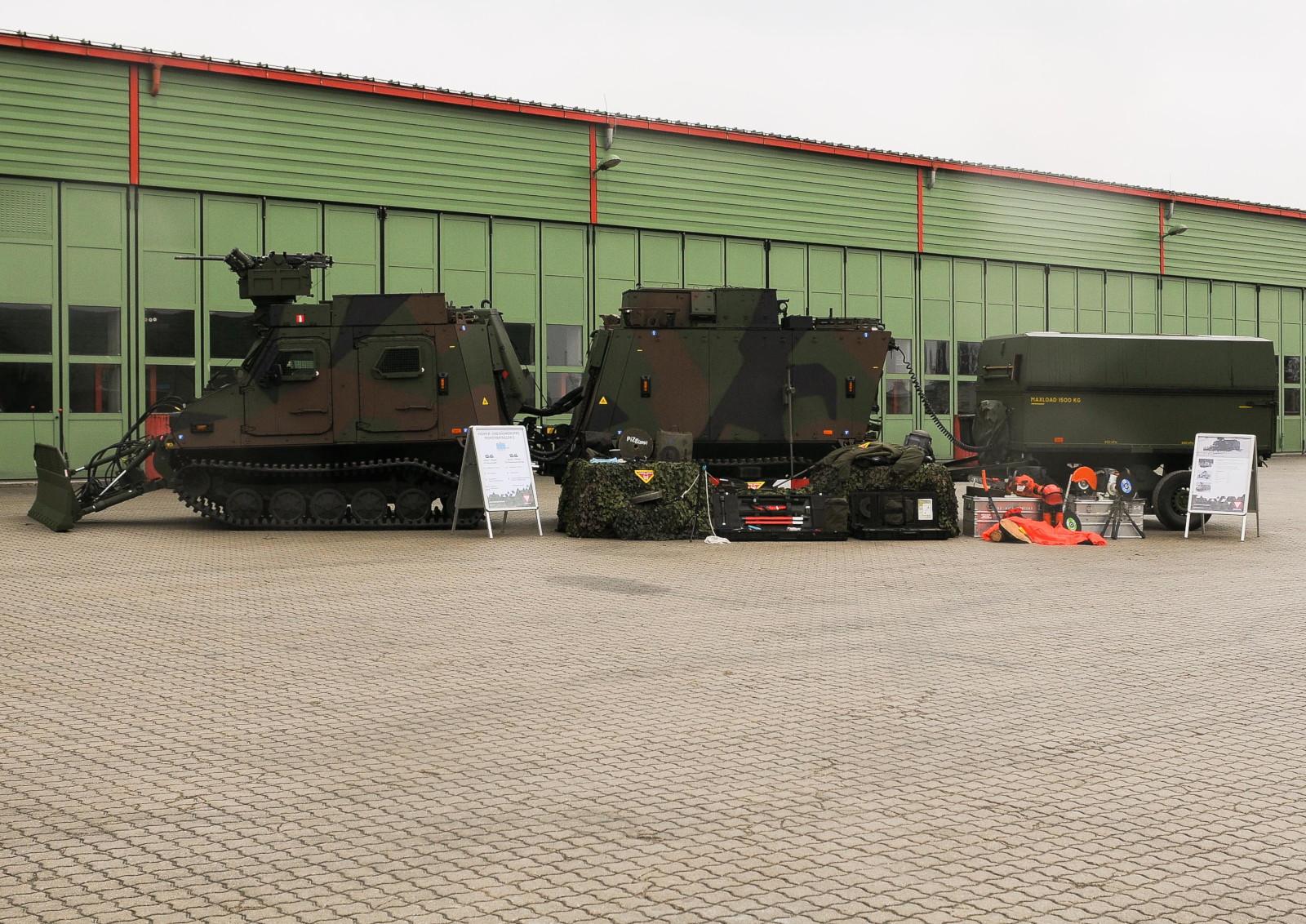 BvS10 AUT Hägglunds mit Schneepflug und 1,5 t Anhänger © Bundesheer