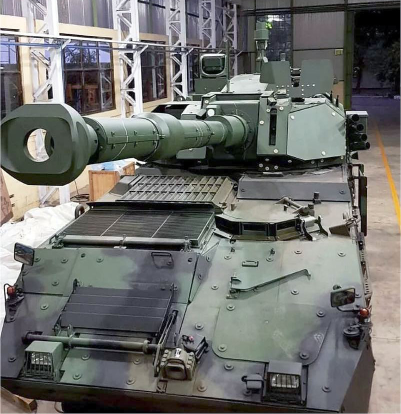 Erprobungsfahrzeug PANDUR II / COBRA mit 105 mm Kanone in CMI-3105HP Turm