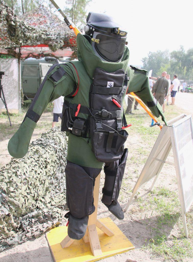 Schwerer Schutzanzug Med-Eng EOD 8 der Kampfmittelbeseitiger © Doppeladler.com
