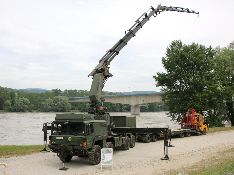 Spezialkraftwagen MAN SX32.444 8×8 SS mit 40t Kran © Doppeladler.com