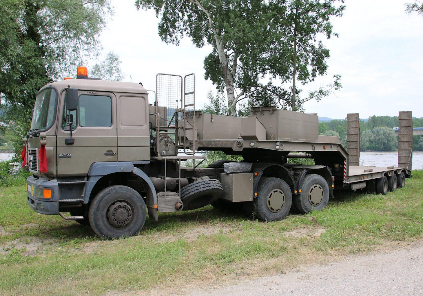 MAN 33.403 Sattelzugmaschine mit Satteltiefladeanhänger 30t TLÜ/S30L © Doppeladler.com