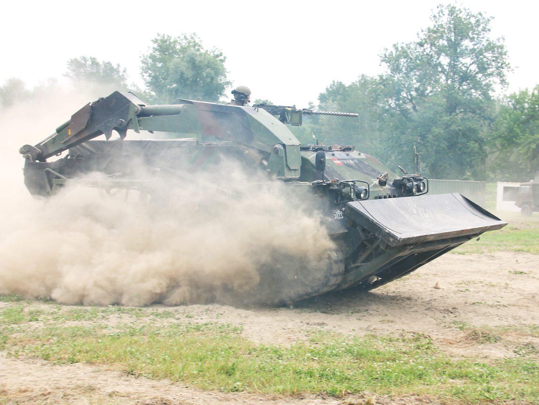 Pionierpanzer A1 rückt vor © Doppeladler.com