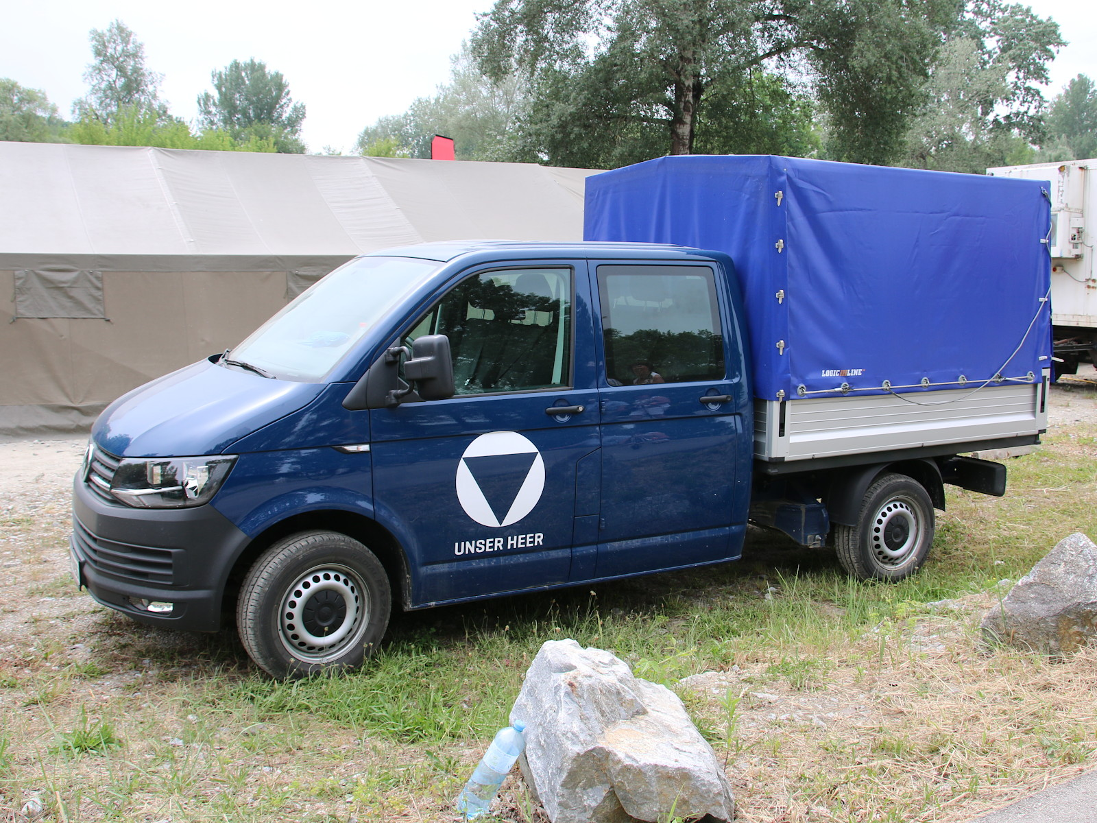 VW Transporter T6 mit Doppelkabine und Pritsche © Doppeladler.com