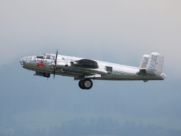 North American B-25J Mitchell 'N6123C' © Doppeladler.com