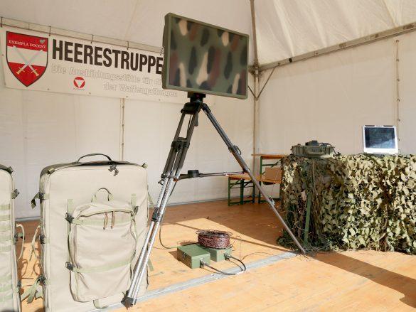 Tragbares Bodenüberwachungsradar PGSR-3i Beagle von Pro Patria Electronics. Fußgänger können damit auf 8 km, kleine KFZ auf 15 km und größere KFZ auf 24 km erfasst werden © Doppeladler.com