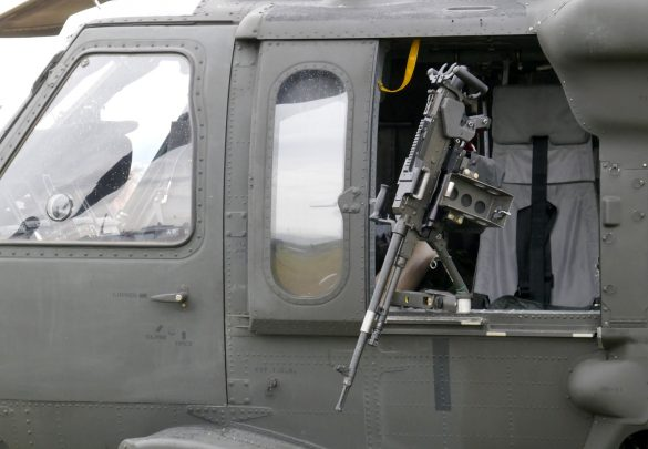 7,62 mm MG FN MAG 58D am Sikorsky S-70A-42 Black Hawk © Doppeladler.com