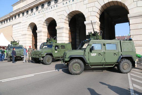 GMF HUSAR der Militärpolizeit am Äußeren Burgtor © Doppeladler.com