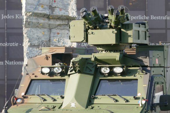Waffenstation WS4 Panther von ESL AIT sowie Rundumsichtsystem OIP Sensor Systems SENTINEL auf dem BvS10 © Doppeladler.com