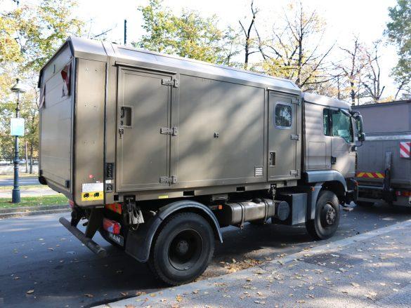 """MAN 12.240 4x4 BL mit Wechselaufbau """"Feldkabeltrupp"""" © Doppeladler.com"""