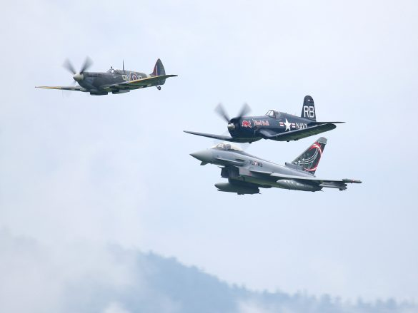Spitfire, Corsair, Eurofighter Typhoon © Doppeladler.com