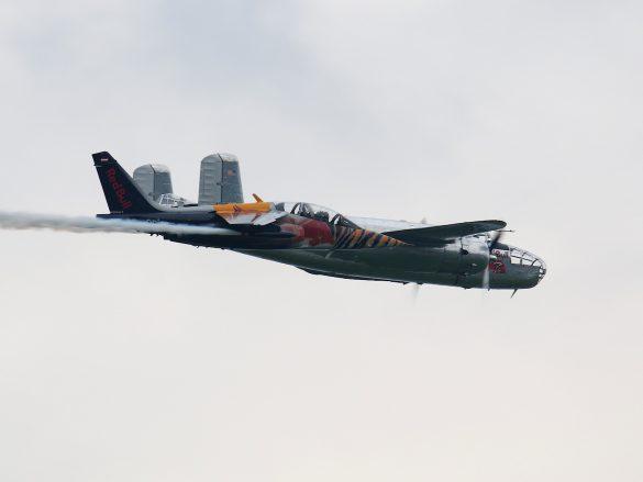 Dassault-Breguet-Dornier Alpha Jet 'OE-FAS' und North American B-25J Mitchell 'N6123C' © Doppeladler.com