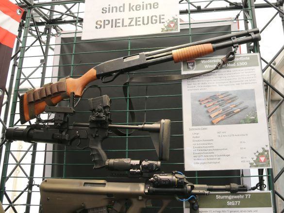 Vorderschaft-Repetierflinte Winchester Mod 1300 und 40 mm Granatgewehr ML40 mk2 von Madritsch Weapon Technology © Doppeladler.com