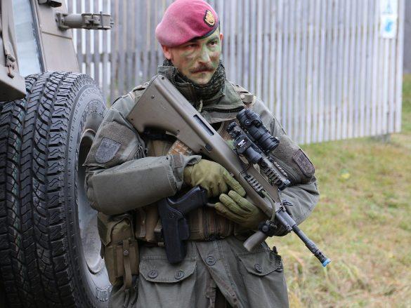 Soldat des Jägerbataillons 25 mit StG-77 A2 Kommando © Doppeladler.com