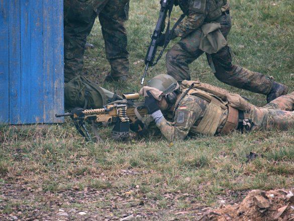 Das 7,62 mm Maschinengewehr MG5 der Deutschen ist das Heckler & Koch HK121 © Doppeladler.com