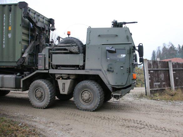 Hier kommt die Munition im gehärteten Hakenlast-LKW MAN 38.440 8x8 ÖBH © Doppeladler.com