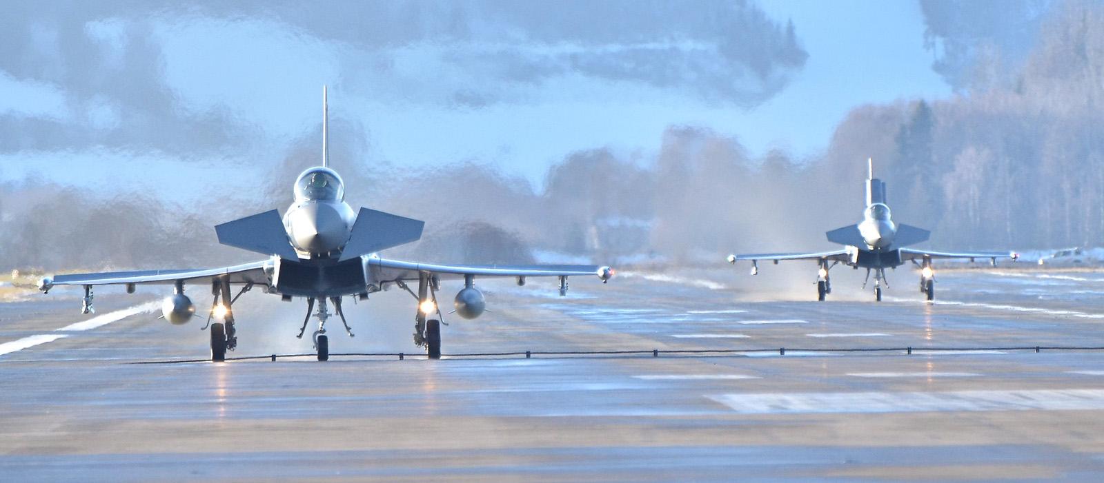 Eurofighter Typhoon 7L-WK und 7L-WO nach der Landung © Alex S