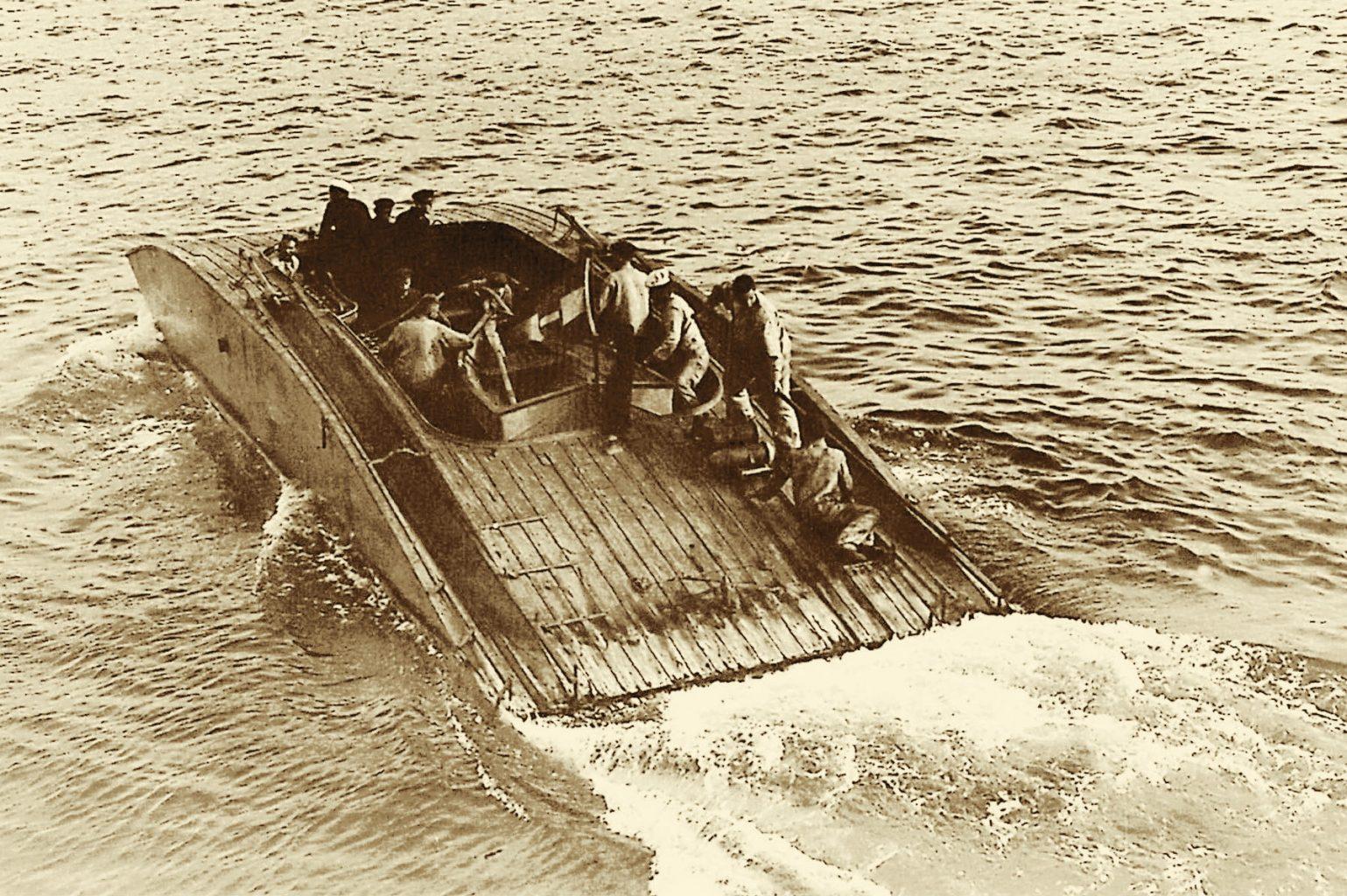 Das Deck des Versuchsgleitboots Thomamühl