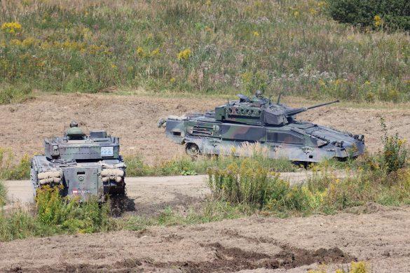Schützenpanzer stoßen zum Lager vor © Doppeladler.com
