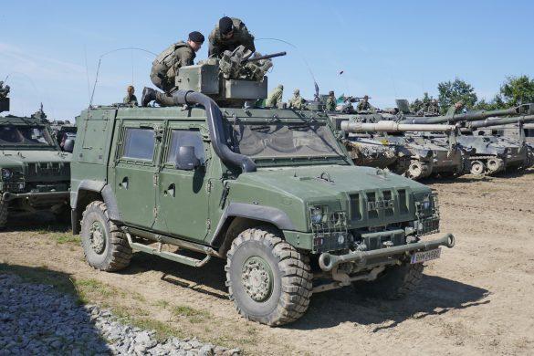 Polizeikräfte wurden mit Infanteriewaffen beschossen. Die Eingreiftruppe der 4. Panzergrenadierbrigade macht sich bereit © Doppeladler.com