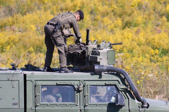 Laden des 12,7 mm Maschinengewehrs der Waffenstation © Doppeladler.com