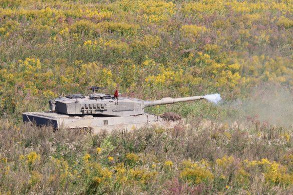 Kampfpanzer Leopard 2A4 im scharfen Schuss © Doppeladler.com