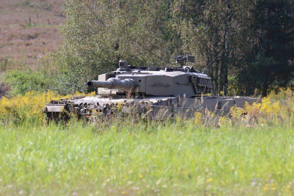"""Leitsatz des Panzerbataillons 14: """"Schwarz die Farbe - Gold im Herzen""""© Doppeladler.com"""
