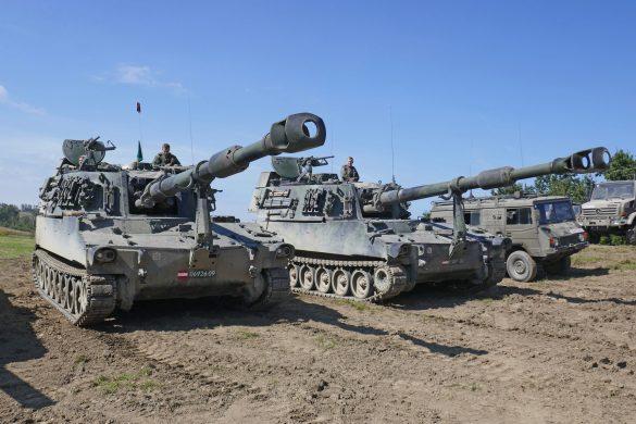 Panzerhaubitzen des Aufklärungs- und Artilleriebataillons 4 © Doppeladler.com