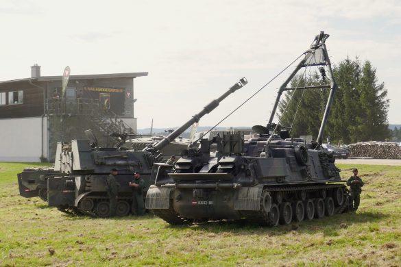 Bergepanzer M88A1 und eine Panzerhaubitze M-109A5Ö © Doppeladler.com