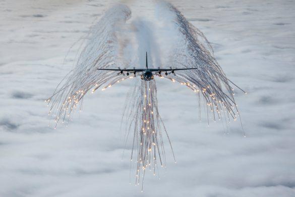 Schutzengel im Einsatz - Hercules 8T-CB beim Täuschkörperausstoß© Bundesheer