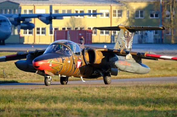 SAAB 105 OE BJ-40 GOLDEN TIGER rollt zum Start © Daniel Sinn