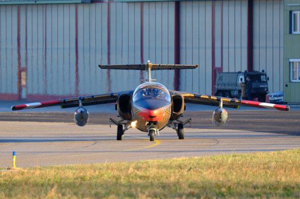 SAAB 105 OE BJ-40 GOLDEN TIGER mit Gunpods © Daniel Sinn