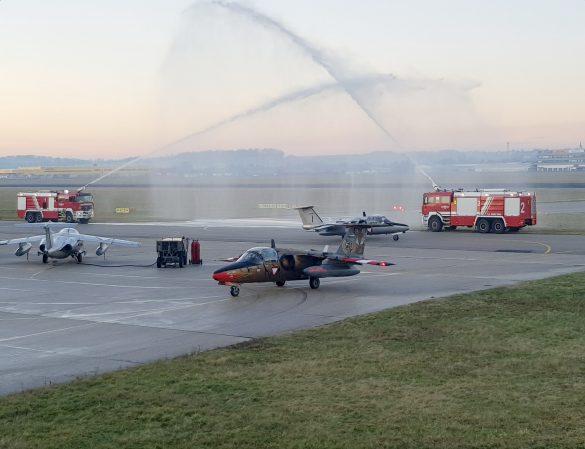 Traditioneller Abschiedsgruß der Flughafenfeuerwehr © Bundesheer
