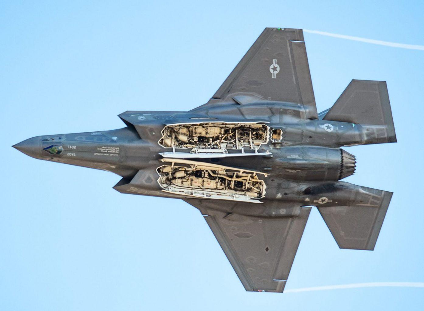 F-35A der US Air Force mit offenen Waffenschächten © USAF
