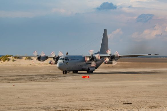 Lockheed C-130K Hercules mit der Kennung 8T-CC