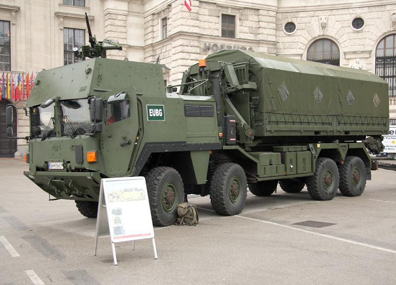 MAN 38.440 8x8 ÖBH gepanzert mit Hakenlastsystem