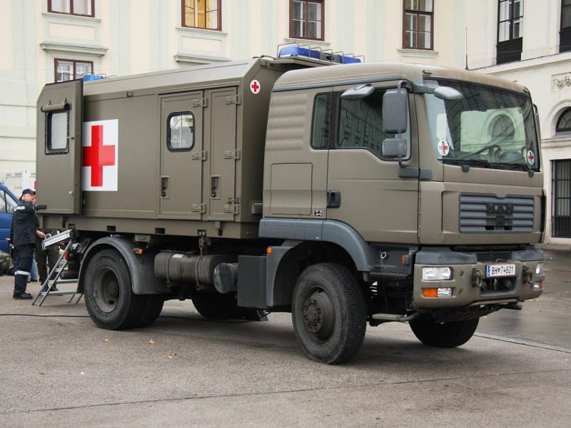 MAN 12.240 4x4 BL mit Wechselaufbausystem, Sanitätsfahrzeug