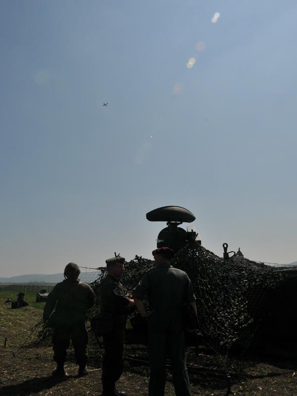 """""""Feindliche"""" Jagdbomber über der FOB Langenlebarn. Doch die Basis wird von Einheiten der Fliegerabwehr geschützt © Strobl"""