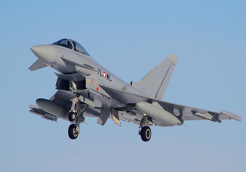 Eurofighter Typhoon 7L-WL im Landeanflug auf Hinterstoisser © Werner P