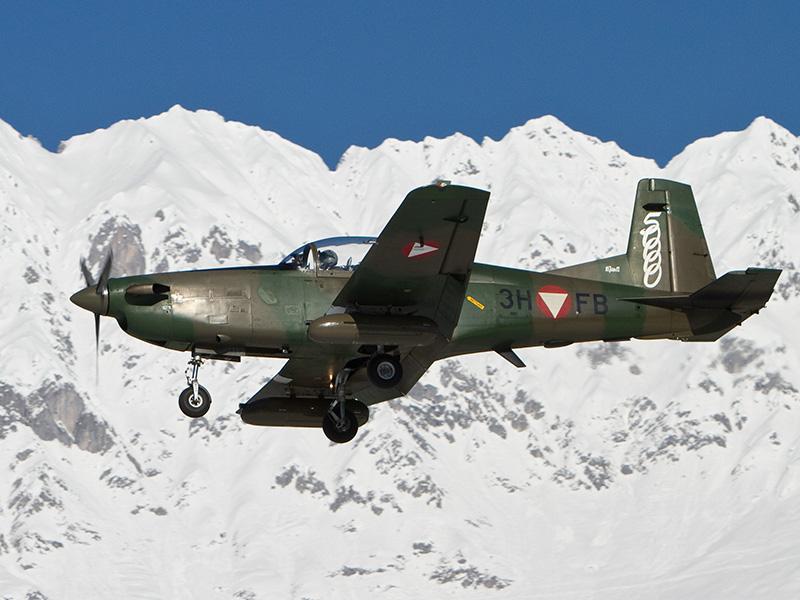 Die Pilatus PC-7 Turbo Trainer operierten von Innsbruck aus. Mit 3H-FB wurde auf diesem Typ die 50.000ste unfallfreie Flugstunde geflogen © Johann Watz