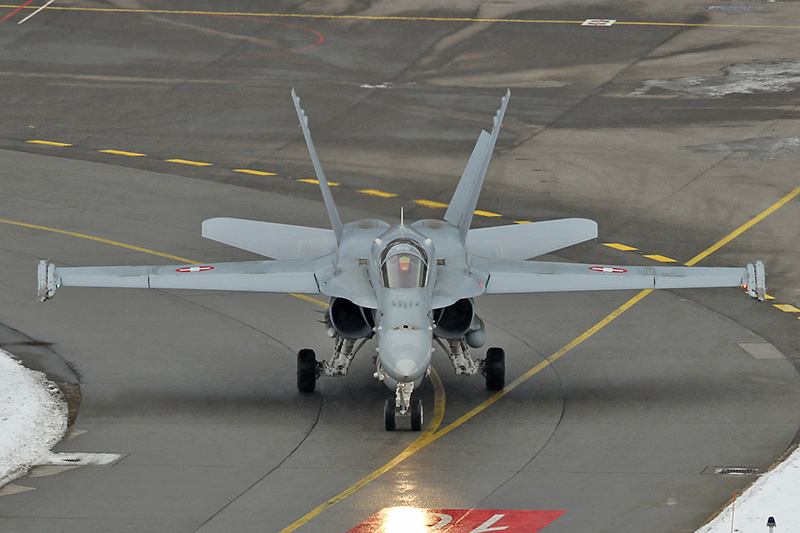 Eine Hornet am Flugfeld © Michael Marx, www.aircraftpix.de