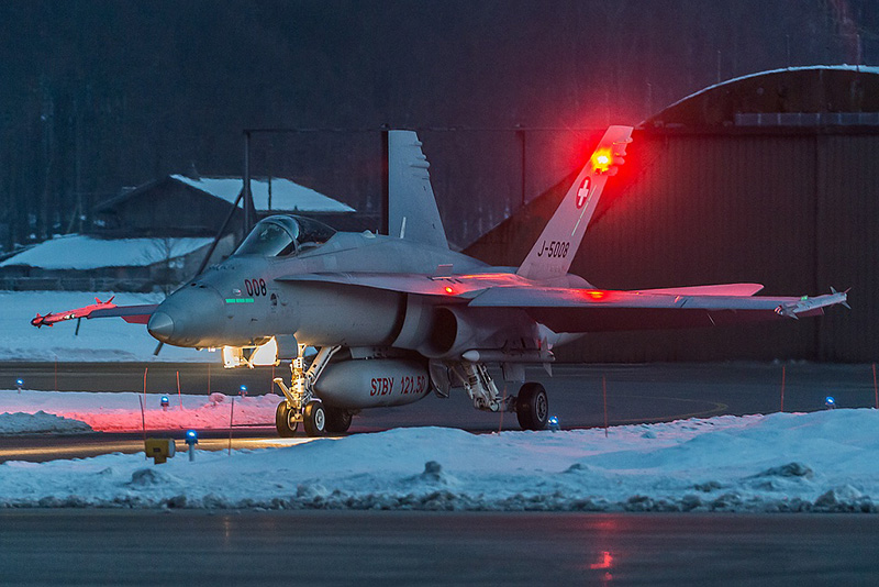 26.01.2013, 18.44 Uhr. McDonnell Douglas F/A-18C Hornet J-5008 © Martin Thoeni, www.powerplanes.ch