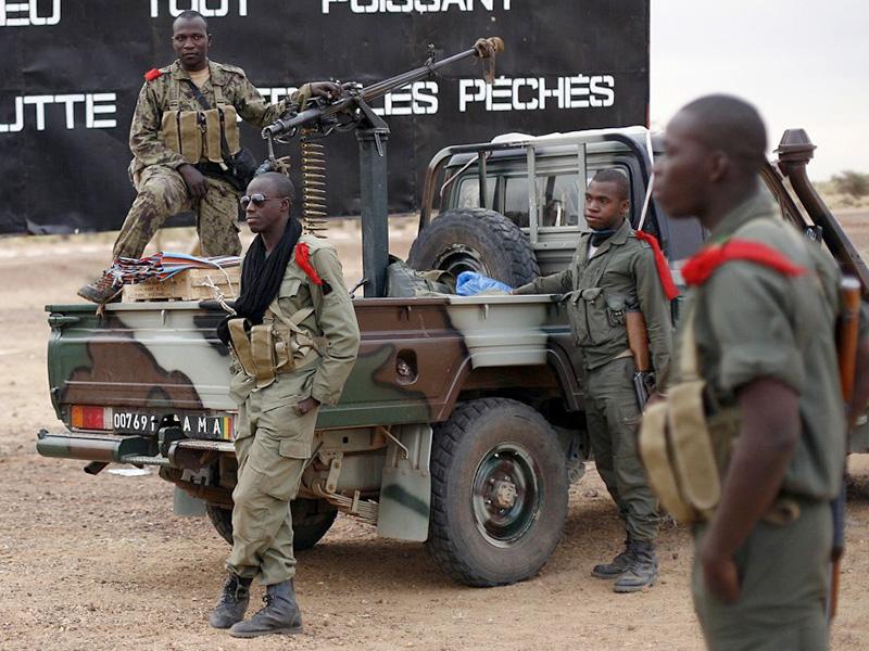 Malische Soldaten vor Gao. Aus solchen Trupps soll die EU eine schlagkräftige Armee machen © J. Delay