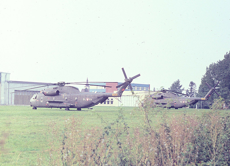 Die beiden Sikorsky S-65OE am Fliegerhorst Brumowski in Langenlebarn 1975 / Both Sikorsky S-65OE at Brumowski Air Base in Langenlebarn in 1975 © Strobl